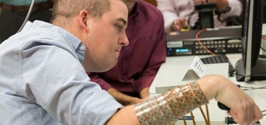 Мозговой имплантат позволил парализованному человеку управлять рукой